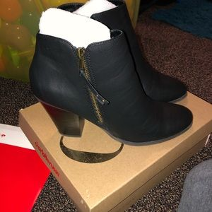 Women's black heel booties size 9